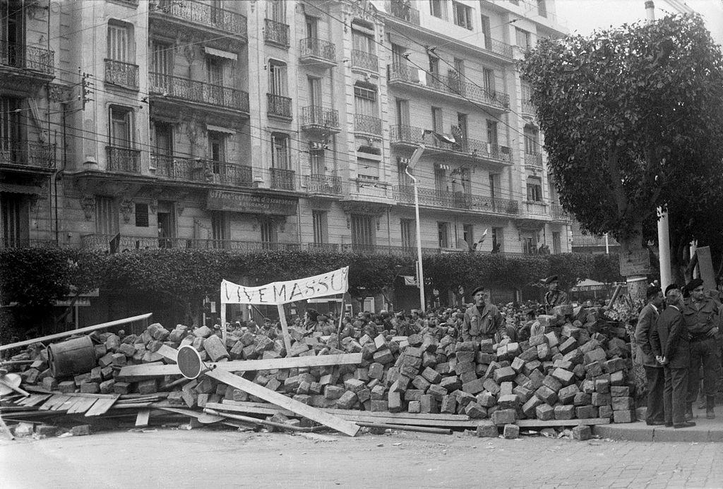 La guerre d'Algérie et la chute de la Quatrième République (III-59).