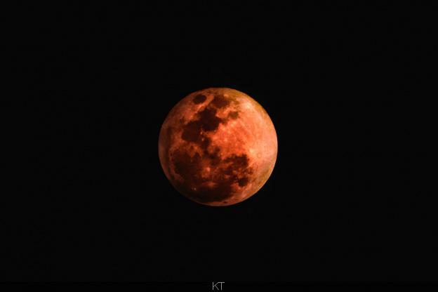 L'éclipse du 21 janvier 2019 et la mort du comte de Paris.