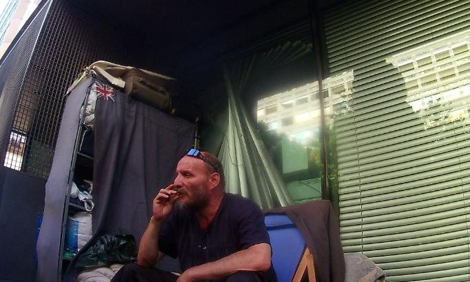 Jean-Pierre, SDF lyonnais menacé d'expulsion.