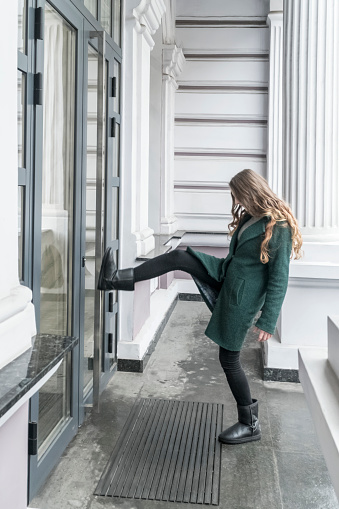 Technique de manipulation mentale : le pied dans la porte (1).